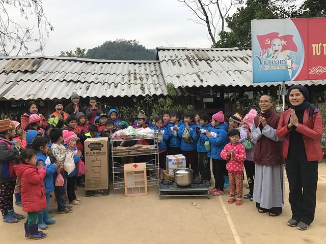 """Sunhouse tham gia chương trình từ thiện """"Xuân vui về bản"""" - Ảnh 1."""