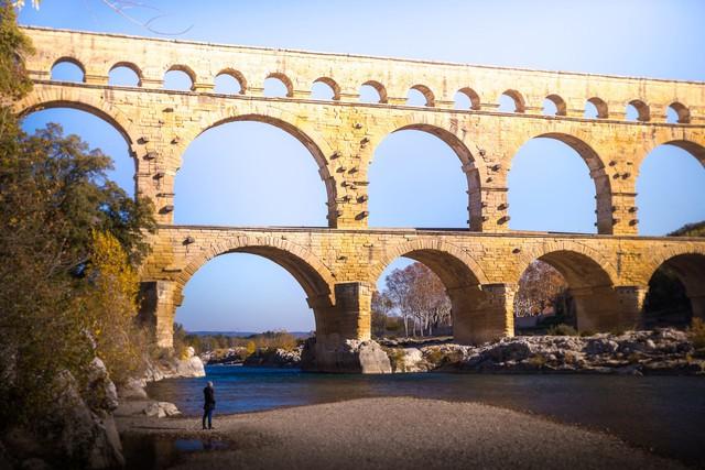 Mùa thu vàng mơ mộng ở Nîmes - Ảnh 15.