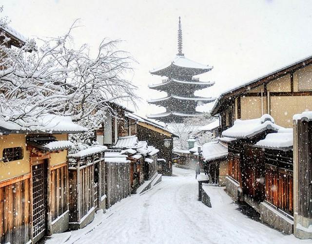 Kyoto mùa đông: cảnh đẹp cố đô chìm trong tuyết trắng - Ảnh 2.