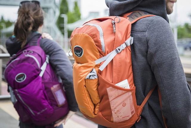 10 món đồ bạn nên thêm vào hành lý du lịch - Ảnh 3.