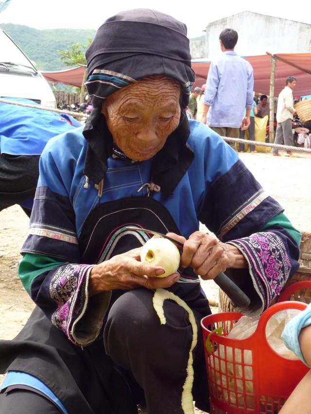Mường Khương, chợ họp trong sương - Ảnh 10.