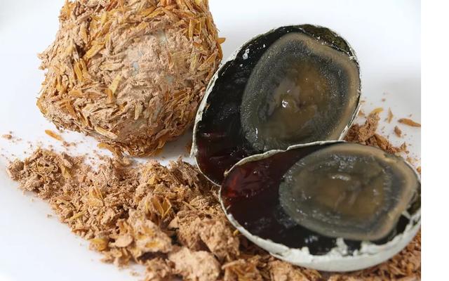 Trứng bắc thảo: món ăn độc và lạ của châu Á - Ảnh 1.