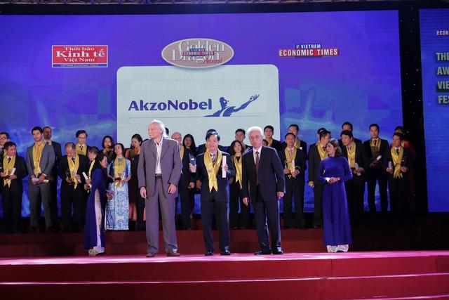 AkzoNobel Việt Nam tự hào được vinh danh  Doanh nghiệp phát triển bền vững tại lễ trao giải thưởng Rồng vàng 2017 - Ảnh 1.