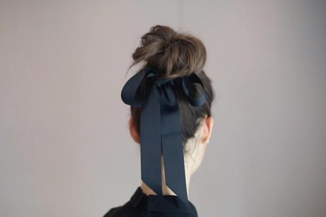 7 bước cho một búi tóc cổ điển đi dự tiệc - Ảnh 9.