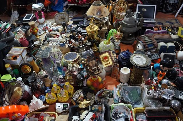 Cuối năm đi chợ mua đồ cũ… - Ảnh 2.