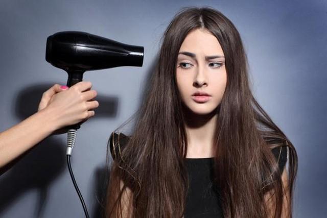 Bí kíp ngăn tóc gãy rụng hiệu quả ngay tại nhà - Ảnh 2.