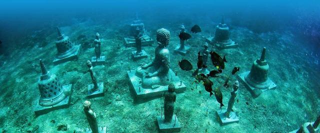 Lặn biển để ngắm những pho tượng bí ẩn và tuyệt đẹp - Ảnh 1.