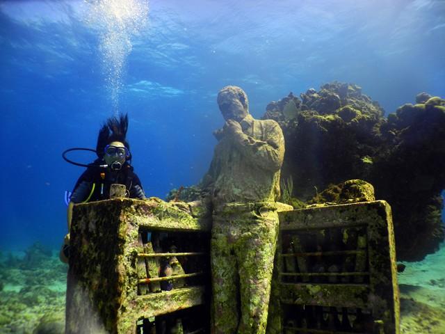Lặn biển để ngắm những pho tượng bí ẩn và tuyệt đẹp - Ảnh 13.