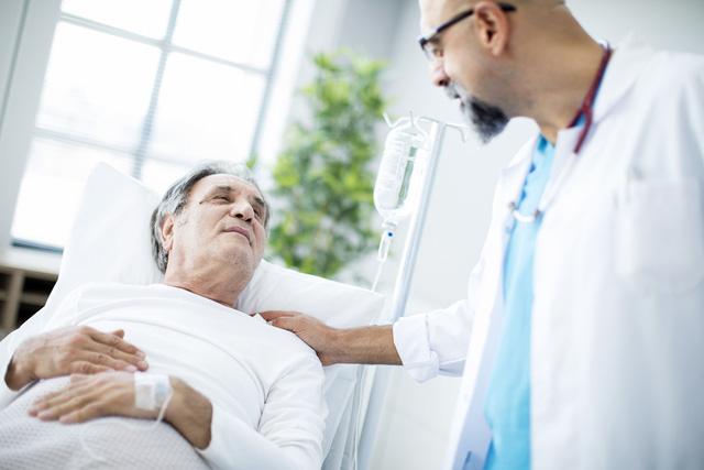 Nguyên nhân hàng đầu gây tử vong ở các nước giàu là ung thư - Ảnh 1.
