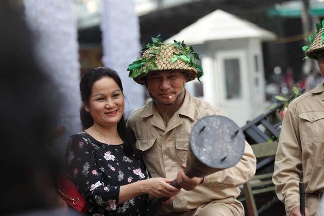 Tái hiện ký ức Hà Nội đón mừng đoàn quân giải phóng - Ảnh 9.