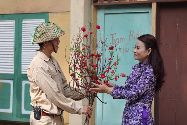 Tái hiện ký ức Hà Nội đón mừng đoàn quân giải phóng - Ảnh 10.
