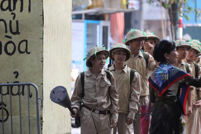 Tái hiện ký ức Hà Nội đón mừng đoàn quân giải phóng - Ảnh 3.