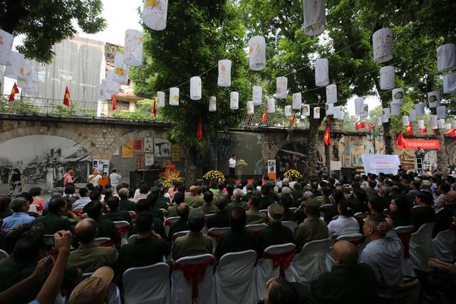 Tái hiện ký ức Hà Nội đón mừng đoàn quân giải phóng - Ảnh 1.