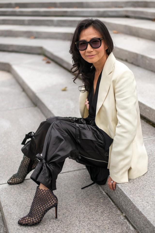 Thượng Hải Fashion Week 2020: áo blazer ngoại cỡ tràn ngập đường phố - Ảnh 18.