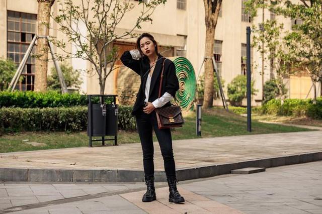 Thượng Hải Fashion Week 2020: áo blazer ngoại cỡ tràn ngập đường phố - Ảnh 8.