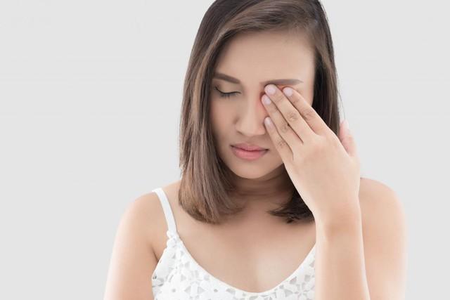 Đừng nhầm lẫn triệu chứng đau nửa đầu và viêm xoang trán - Ảnh 1.