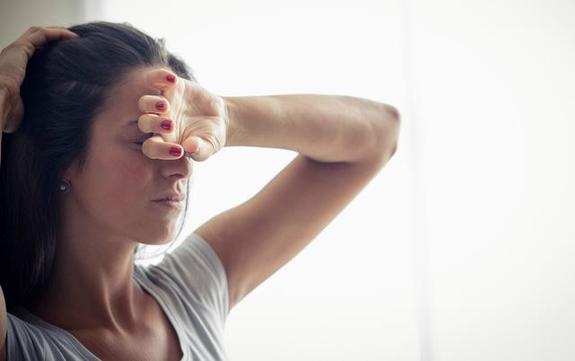 Đừng nhầm lẫn triệu chứng đau nửa đầu và viêm xoang trán - Ảnh 2.