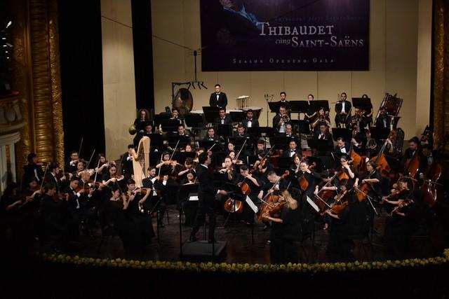 Đỉnh cao cổ điển với Jean-Yves Thibaudet và Dàn nhạc giao hưởng Mặt Trời - Ảnh 2.