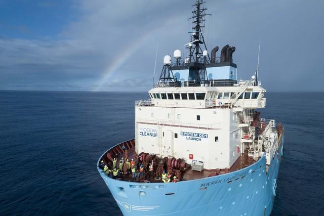 Con tàu với sứ mệnh thu dọn rác thải nhựa đã ra khơi - Ảnh 2.