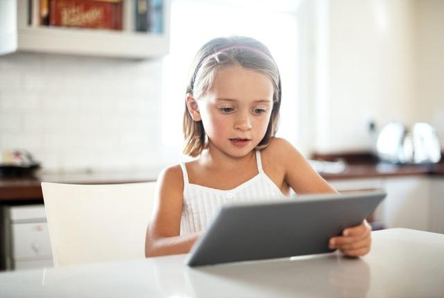 YouTube thay đổi chính sách làm clip cho trẻ em - Ảnh 1.