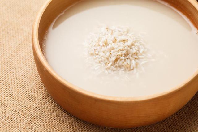 Cách sử dụng nước gạo làm đẹp da và tóc của bạn - Ảnh 2.