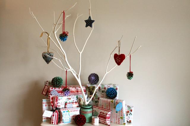 Trang trí nhà đón Giáng sinh bằng vật liệu tái chế - Ảnh 3.