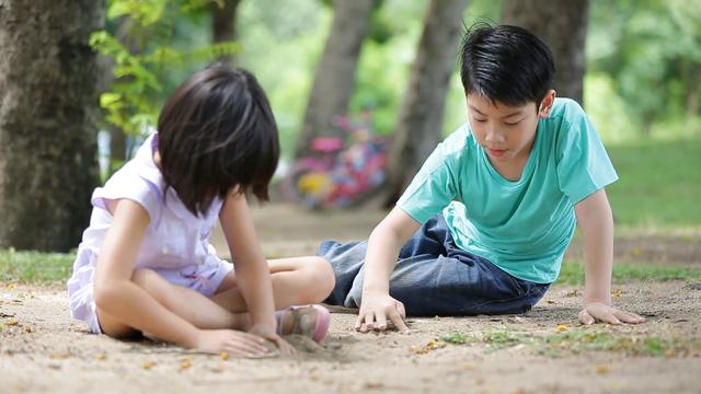 Quỹ Dân số Liên hợp quốc cảnh báo nguy cơ mất cân bằng giới tính tại Việt Nam - Ảnh 1.