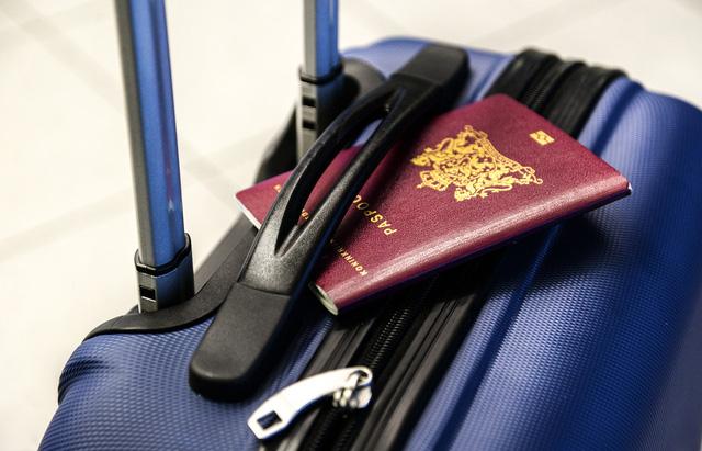 Việt Nam sắp có hộ chiếu gắn chip điện tử - Ảnh 2.