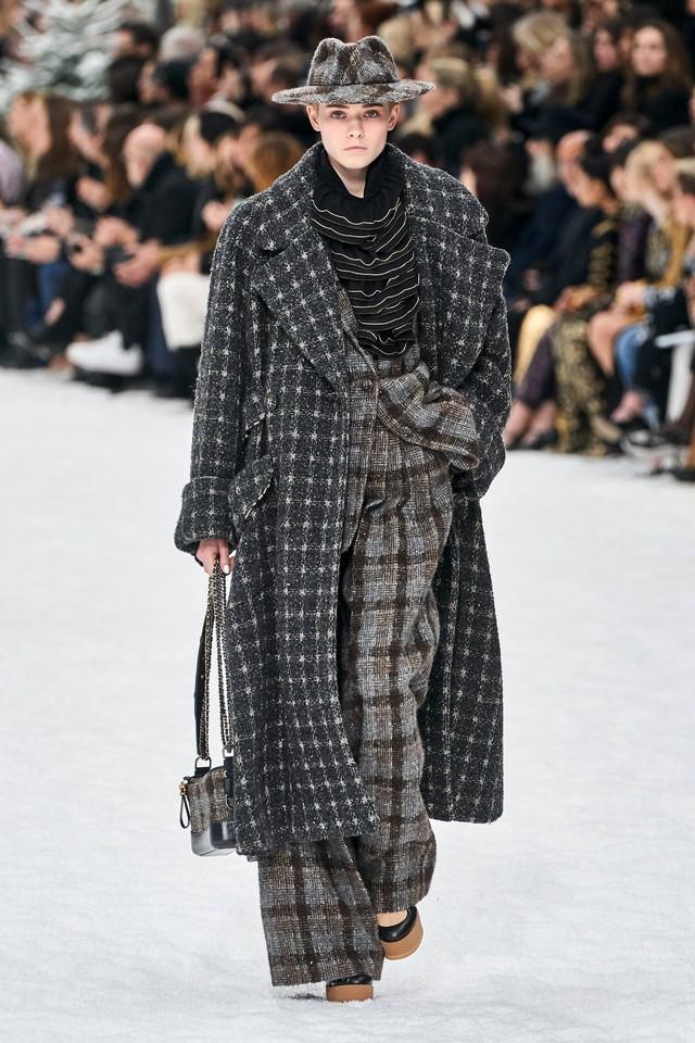 BST Thu - Đông 2019 của Chanel: lời tạm biệt tuyệt đẹp của Karl Lagerfeld - Ảnh 2.