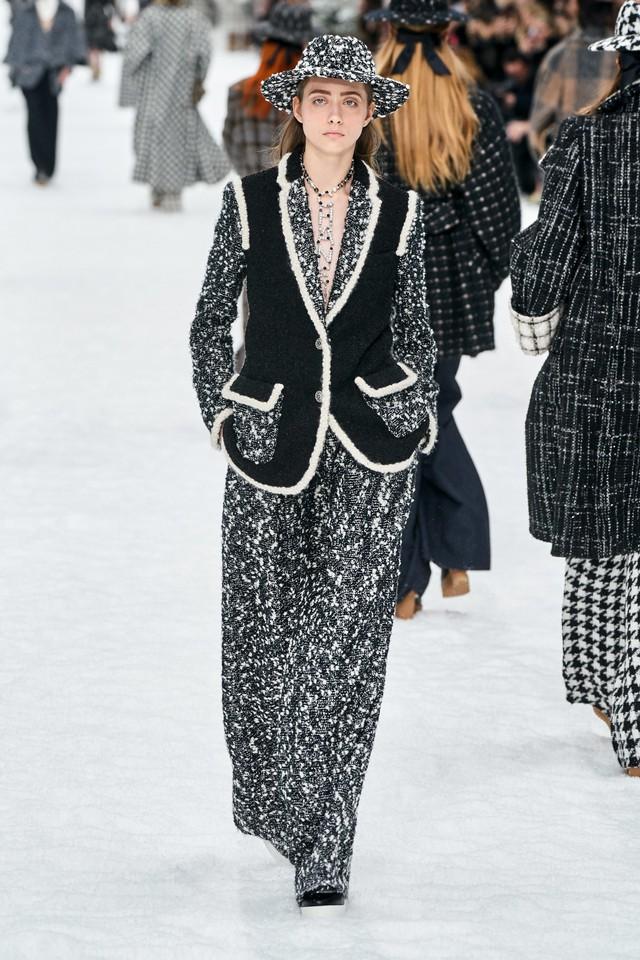 BST Thu - Đông 2019 của Chanel: lời tạm biệt tuyệt đẹp của Karl Lagerfeld - Ảnh 4.