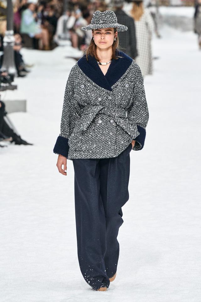 BST Thu - Đông 2019 của Chanel: lời tạm biệt tuyệt đẹp của Karl Lagerfeld - Ảnh 5.