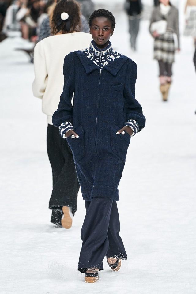 BST Thu - Đông 2019 của Chanel: lời tạm biệt tuyệt đẹp của Karl Lagerfeld - Ảnh 7.
