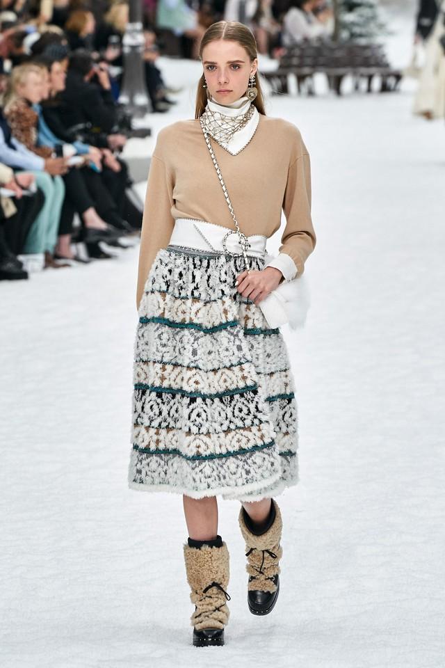 BST Thu - Đông 2019 của Chanel: lời tạm biệt tuyệt đẹp của Karl Lagerfeld - Ảnh 9.