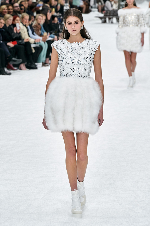 BST Thu - Đông 2019 của Chanel: lời tạm biệt tuyệt đẹp của Karl Lagerfeld - Ảnh 11.