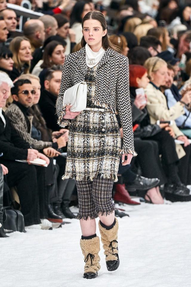 BST Thu - Đông 2019 của Chanel: lời tạm biệt tuyệt đẹp của Karl Lagerfeld - Ảnh 10.