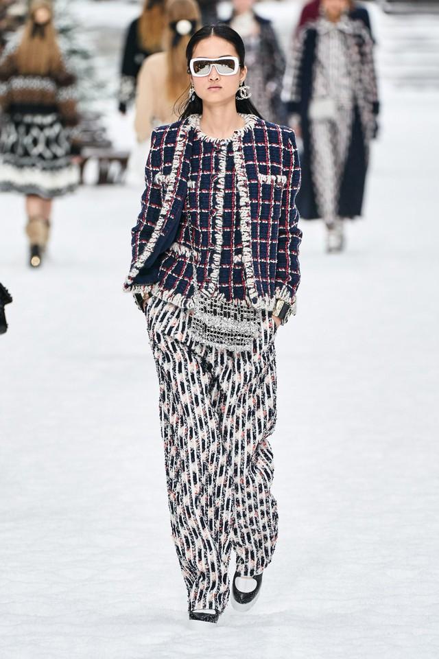 BST Thu - Đông 2019 của Chanel: lời tạm biệt tuyệt đẹp của Karl Lagerfeld - Ảnh 15.
