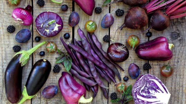 Tám loại rau và trái cây màu tím bạn cần ăn - Ảnh 1.