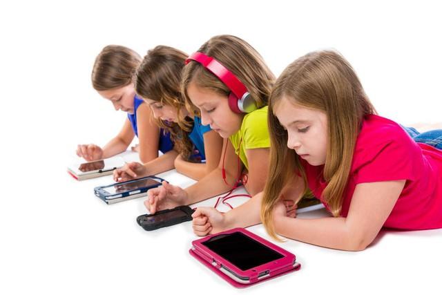 Không nên cho trẻ tiếp xúc sớm với công nghệ - Ảnh 2.