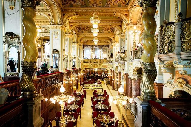 Kết quả hình ảnh cho cà phê cung điện hungary