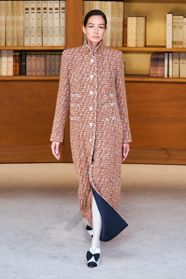 BST Haute Couture Thu – Đông 2019 của Chanel: cổ điển và tinh tế - Ảnh 2.
