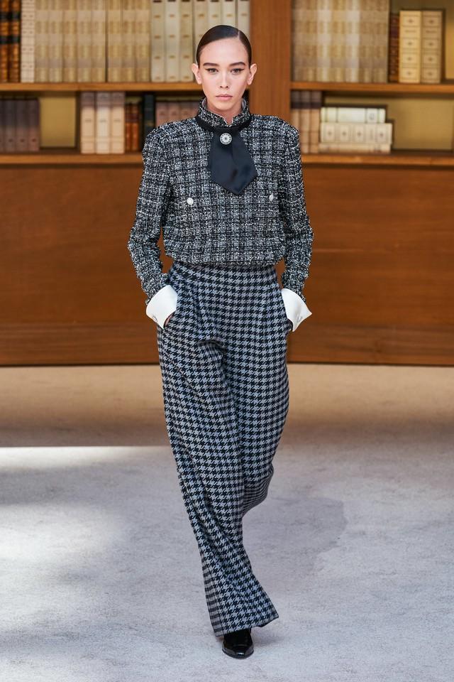 BST Haute Couture Thu – Đông 2019 của Chanel: cổ điển và tinh tế - Ảnh 7.