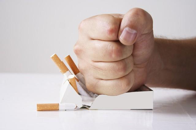 Hút thuốc lá ảnh hưởng nghiêm trọng tới thị lực - Ảnh 3.