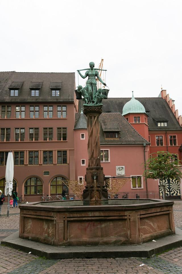 Freiburg: thành phố xanh đẹp như cổ tích - Ảnh 10.
