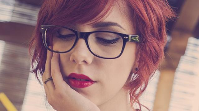 Mẹo trang điểm cho những cô nàng đeo kính - Ảnh 3.