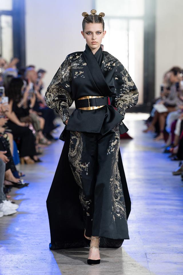 BST Haute Couture Thu - Đông 2019 của Elise Saab: phương Đông huyền bí - Ảnh 1.