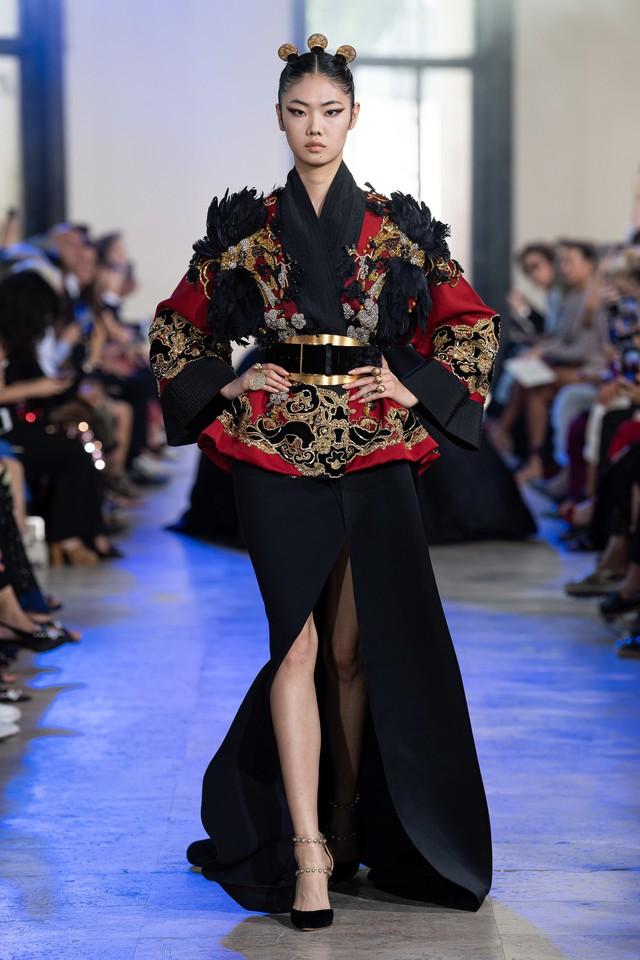 BST Haute Couture Thu - Đông 2019 của Elise Saab: phương Đông huyền bí - Ảnh 2.