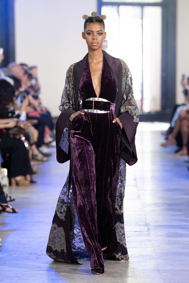 BST Haute Couture Thu - Đông 2019 của Elise Saab: phương Đông huyền bí - Ảnh 4.