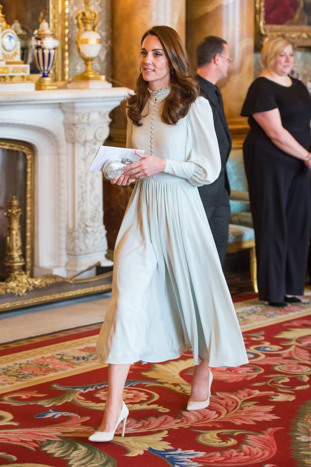Diện váy vintage như công nương Kate Middleton, bạn đã biết cách chưa? - Ảnh 13.