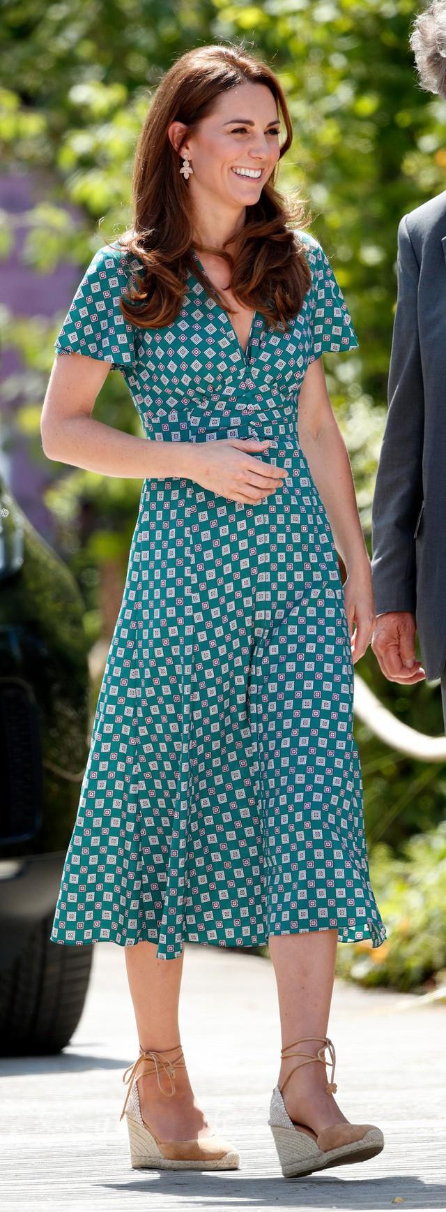 Diện váy vintage như công nương Kate Middleton, bạn đã biết cách chưa? - Ảnh 2.