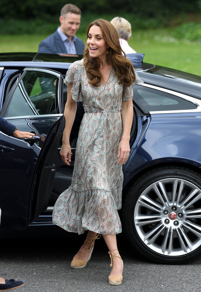 Diện váy vintage như công nương Kate Middleton, bạn đã biết cách chưa? - Ảnh 3.